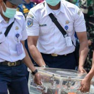 Boeing disparu en Indonésie: la 2ème boîte noire retrouvée