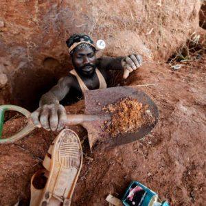En Afrique de l'Ouest, une ruée vers l'or à hauts risques