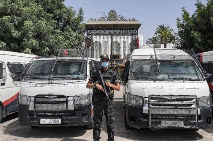 Tunisie : inquiétudes après l'arrestation de plusieurs députés critiques du président Saïed