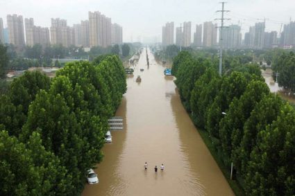 Le bilan monte à plus de 300 morts après les inondations en Chine centrale