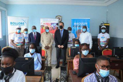 RDC: Bolloré offre du matériel informatique offert à des étudiants congolais